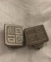 CHANEL/ Silver design squarel earrings