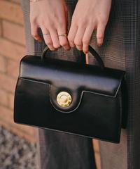 Givenchy/vintage leather logo closing shoulder bag.
