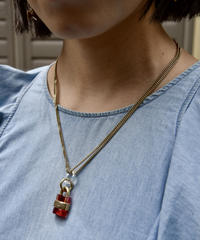 Chloe / vintage key red clear design necklace.(P)