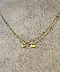 Chloe/triple heart  motif gold necklace.(U)