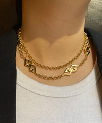 "GIVENCHY/ ""G"" motif long chain necklace.(P)"