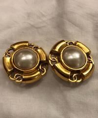 CHANEL/ pearl  gold earrings