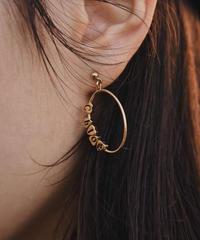 Chloe/ vintage logo hoop pierce.