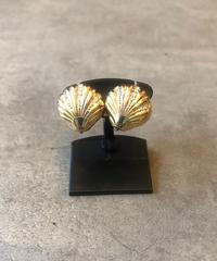 Christian Dior/vintage  shell motif  gold  earring.