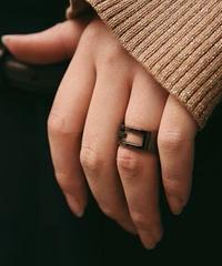 "GUCCI/vintage black ""G"" ring."