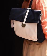 agnes.b/ bi color square  bag pack.