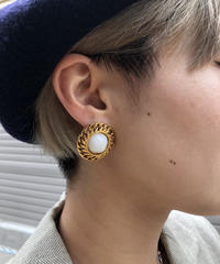CHANEL/vintage fake pearl gold earring.  430007H