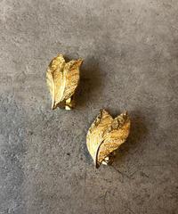 Burberry/vintage leaf motif gold  earring.