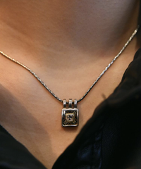 Burberry/ nova check silver necklace