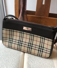 burberry/ nova check hand bag.