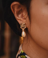 Givenchy / vintage drop pearl clip on earrings