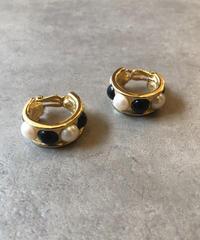 GIVENCHY/vintage design gold earring.