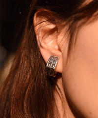 """GIVENCHY/""""4G"""" logo silver earring."""
