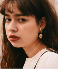 GIVENCHY/vintage heart motif gold earring.
