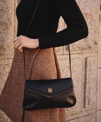 Givenchy/vintage leather logo clesign shoulder bag.