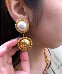 Salvatore Ferragamo/vintage design earring.  430006 A(U)