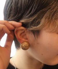 "Christian Dior/ vintage ""CD"" logo gold earring."