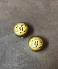 CHANEL/vintage  logo motif earring .
