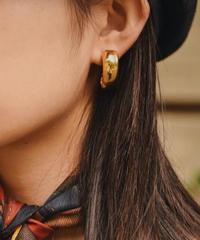 CELINE/vintage gold earring.