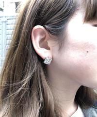 CHANEL/vintage square pierce.  430001T