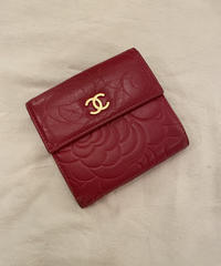 "CHANEL / flower motif ""CHANEL"" logo design wallet."