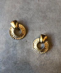GIVENCHY/vintage design gold earring.(S)
