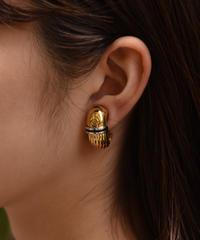 Burberry/ vintage 'B' logo design earring.