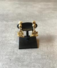 courreges/vintage logo motif gold earring.