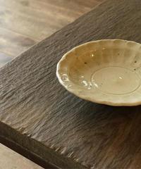 境知子 / 木灰釉しのぎ豆皿