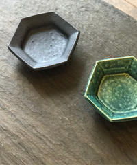 境道一 / 織部釉 六角豆皿
