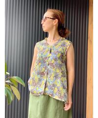 mink chair  ★ flour print blouse