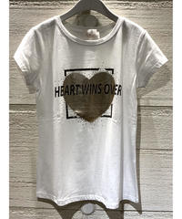 HEART WINS OVER Tシャツ