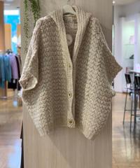 ふんわり編みフーデットポンチョ