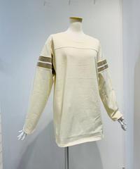 バックロゴ刺繍プルオーバー