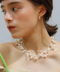Lily pearl necklace