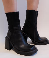 VINTAGE  LEATHER BOOTS