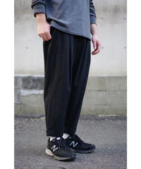 【再入荷】YOKO SAKAMOTO / 1 TUCK TAPERED TROUSERS / col.BLACK
