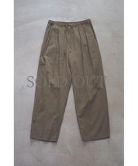 YOKO SAKAMOTO / 2 TUCK EASY PANTS / col.OLIVE