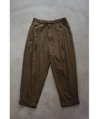 YOKO SAKAMOTO / 1 TUCK TAPERED TROUSERS / col.OLIVE