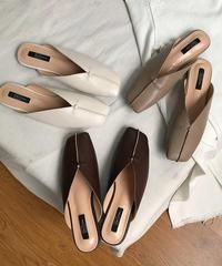shoes-02067 CENTER SEAM V‐CUT SANDALS