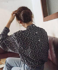 tops-02016 BACK BUTTON FLORAL BLOUSE