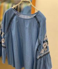 シャンブレ―デニムフラワー刺繍ラグランプルオーバー