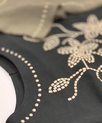 麻レーヨンMIXキューブフラワー刺繍Tシャツ