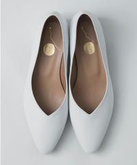 POINTED TOE FLAT PUMPS/WHITE