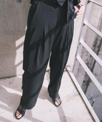 Light tuck pants