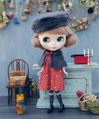 [再販:ソックス変更] DIY フェイクファーケープ + Aラインワンピース(赤色) + フェイクファーベレー帽 + ソックス(赤色) キット