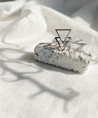 triangle ring B115