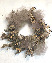 スモークツリーとヒオウギの実のリース
