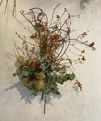 ツルウメモドキの枝リース