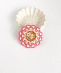 花の刺しゅうブローチ